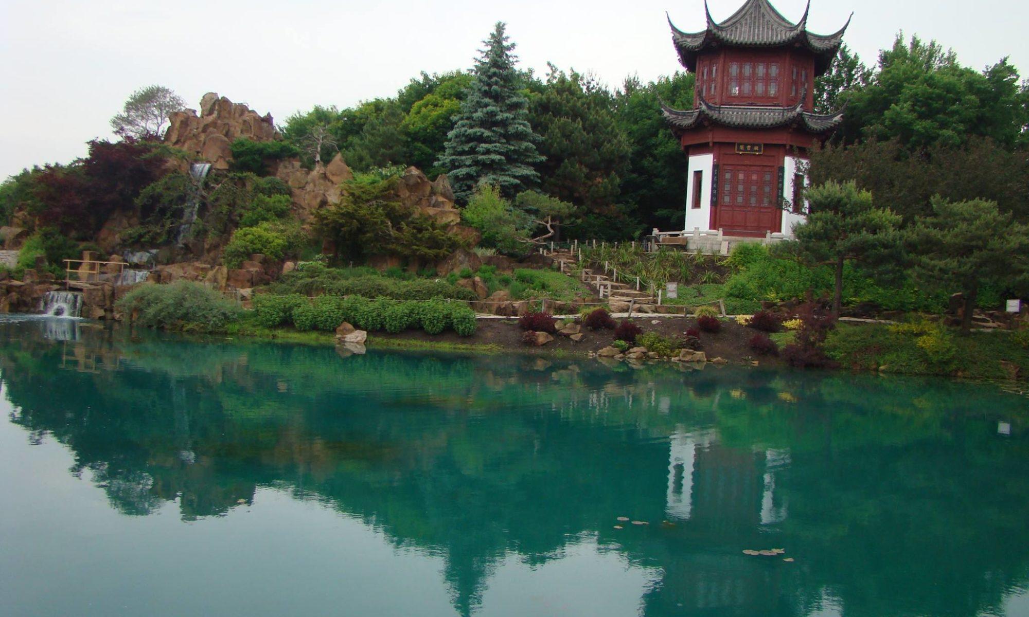 Thé de la pagode - pagode au bord d'un lac